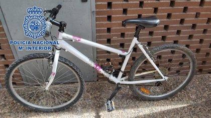 Detenido un hombre acusado de intentar vender una bicicleta robada del balcón de una casa en Almería