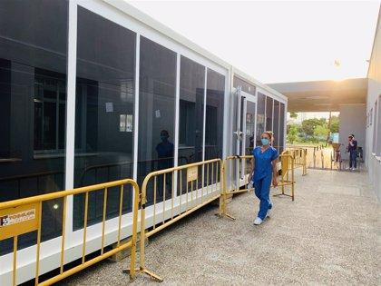 El servicio de Urgencias del Hospital Virgen de la Victoria traslada la sala de espera para familiares y acompañantes