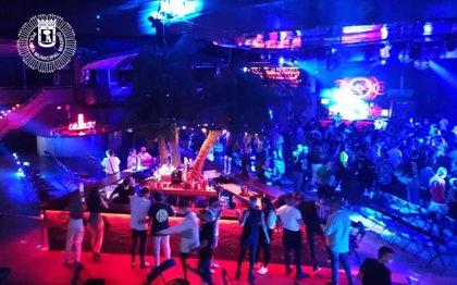 Desalojada La Riviera (Madrid) durante un concierto por estar el público bailando junto y la mayoría sin mascarilla