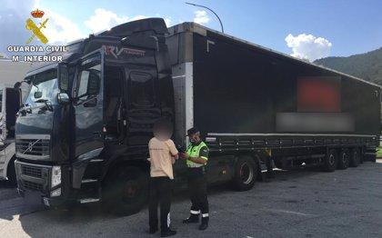 Investigado el conductor de un camión por septuplicar la tasa de alcohol permitida al volante
