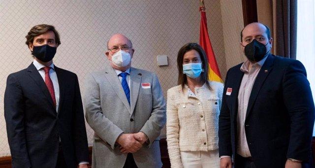 El PP se reúne con el enviado de Guaidó y llevará al Congreso el informe de la O