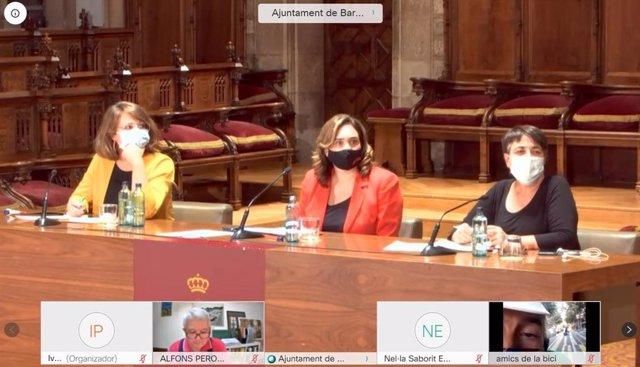 Janet Sanz, Ada Colau i Rosa Alarcón durant la sessió plenària del Pacte per la Mobilitat