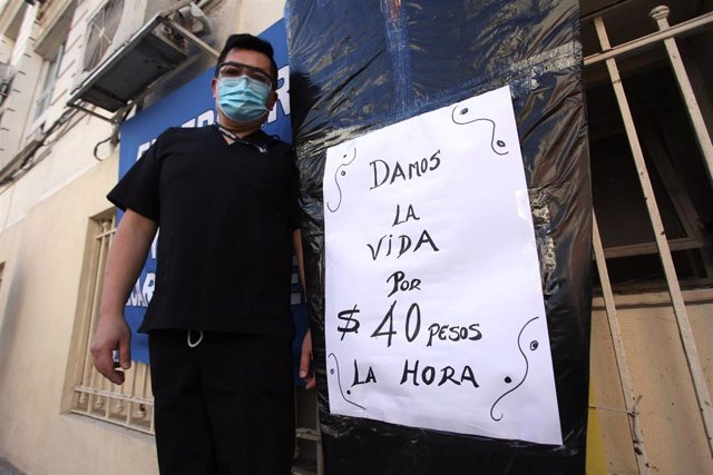 Protestas del personal sanitario de un hospital infantil de Buenos Aires, Argentino, para exigir mejores ocndiciones laborales, en medio de la crisis del coronavirus.
