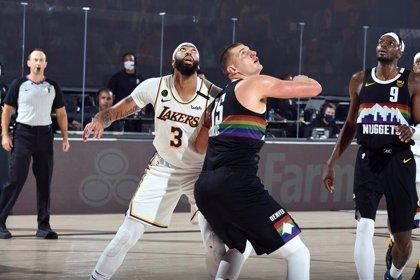 Los Nuggets no se rinden y suman su primera victoria en el final del Oeste