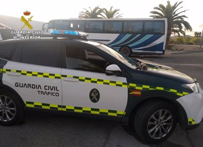 La Guardia Civil intercepta al conductor de un autobús que casi triplicaba la tasa máxima de alcohol