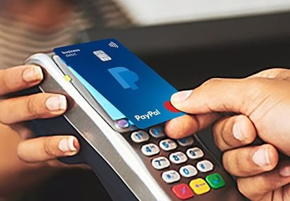 PayPal y Mastercard lanzan en España una tarjeta de débito para empresas que remunera las compras
