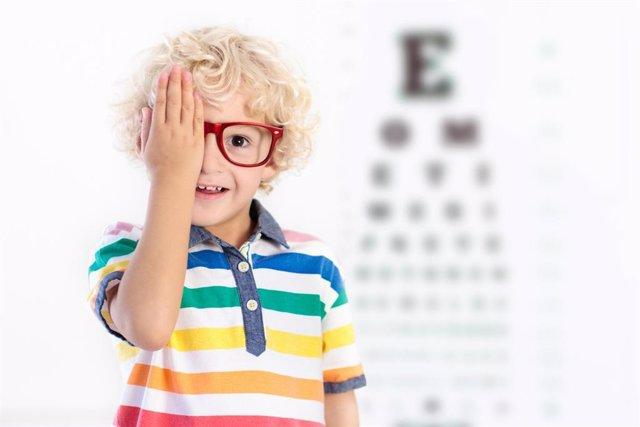Gafas, revisión ocular, niño, oculista