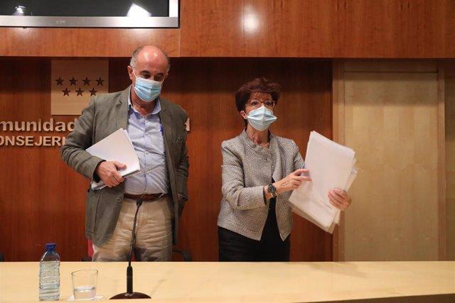 El viceconsejero de Salud Pública y Plan Covid-19, Antonio Zapatero, acompañado por la directora general de Salud Pública, Elena Andradas,  a 23 de septiembre de 2020.