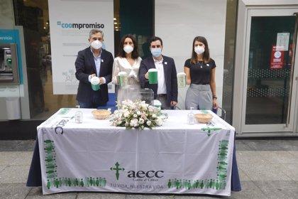 Diputación de Almería se suma a la campaña de cuestación de AECC con su tradicional mesa en el Paseo