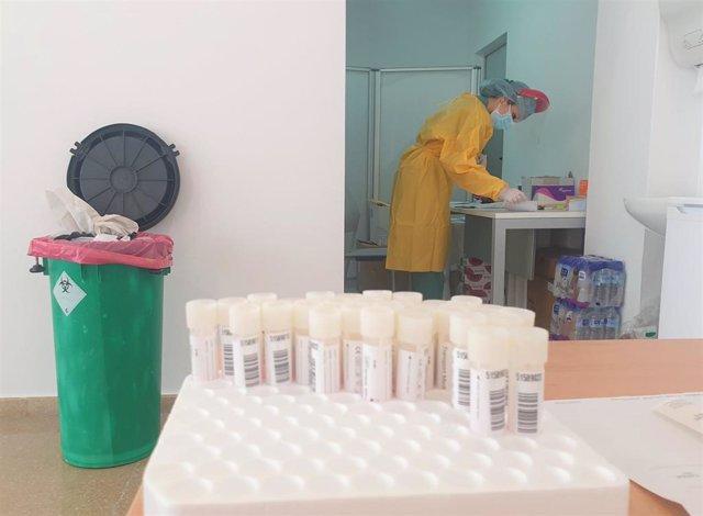 Sala para pruebas PCR en el Hospital Clínico San Cecilio de Granada
