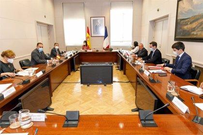 España y Francia acuerdan colaborar en el desarrollo de la conducción automatizada y conectada