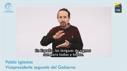 """Carmen Calvo y Pablo Iglesias, entre otros políticos, reivindican las lenguas de signos """"para todas y todos"""""""