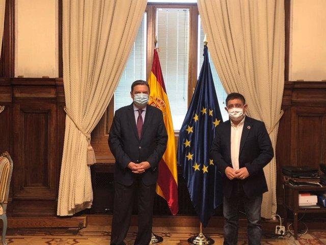 El presidente de la Diputación, Francisco Reyes, con el ministro de Agricultura, Luis Planas