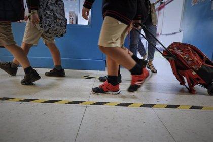 Cierran otras dos aulas en Cantabria, donde 35 permanecen en cuarentena