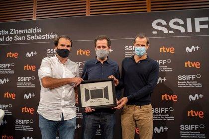 La reivindicación de las salas de cine centra la entrega del VI Premio EZAE a 'La Trinchera Infinita'