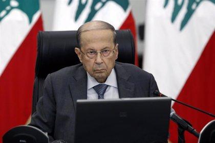 """El presidente de Líbano dice que Beirut """"intenta levantarse de entre las ruinas"""" y pide ayuda internacional"""