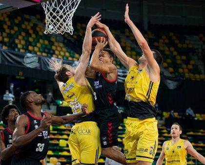 El Iberostar Tenerife no da opciones al Bilbao Basket y suma su segunda victoria