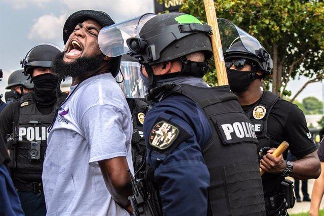 AMP2.- EEUU.- Protestas en Louisville y otras ciudades de EEUU por el caso de Br