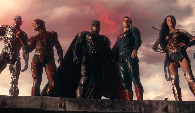 Liga de la Justicia: Zack Snyder rodará nuevas escenas con Ben Affleck, Gal Gadot, Henry Cavill y Ray Fisher