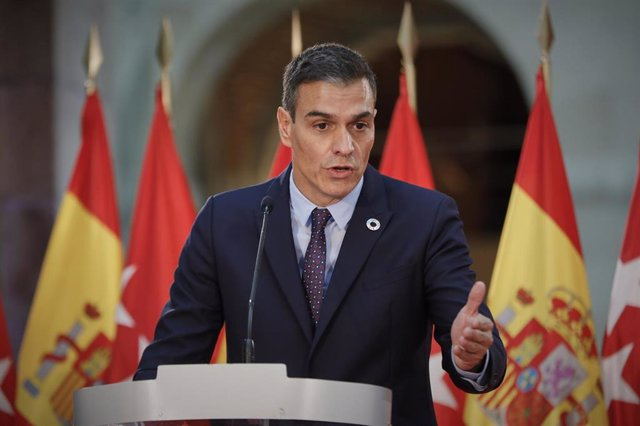 El presidente del Gobierno, Pedro Sánchez, ofrece una rueda de prensa tras su reunión con la presidenta de la Comunidad de Madrid, Isabel Díaz Ayuso, en la sede de la Presidencia regional, en Madrid (España), a 21 de septiembre de 2020. El objeto de la ci