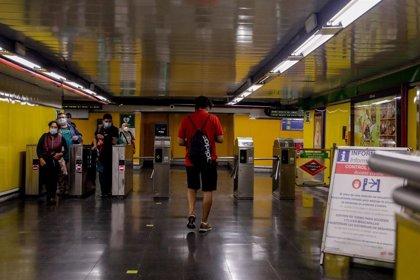 """CCOO y UGT piden al Gobierno regional que refuerce el transporte público que """"no está dimensionado"""" para esta crisis"""