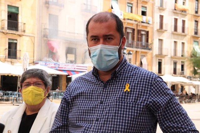 Pla mitjà del portaveu municipal, Xavier Puig, en l'atenció als mitjans de comunicació per explicar que el sector de la restauració començarà a pagar tributs a partir de l'1 d'octubre. Imatge del 24 de setembre del 2020 (Horitzontal).