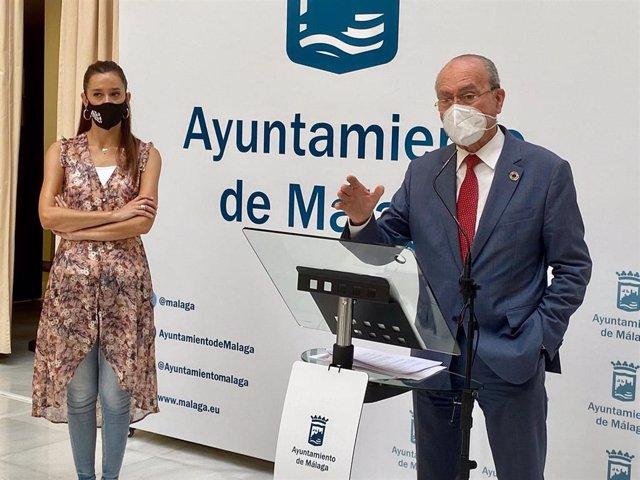 La portavoz del PP en el Ayuntamiento de Málaga, Elisa Pérez de Siles; y el alcalde de Málaga, Francisco de la Torre