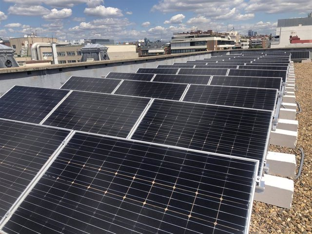 Paneles solares de Cesce