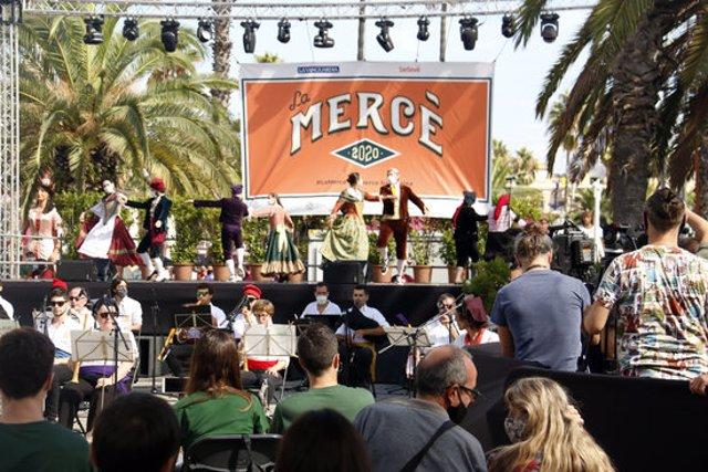 Un moment del Toc d'inici de la Mercè, al Moll de la Fusta per la festa major de Barcelona, el 24 de setembre de 2020 (Horitzontal)