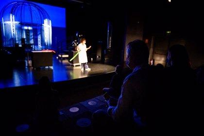 """El Museu de les Ciències estrena un teatro de la ciencia con fachada retroiluminada y shows de """"alto voltaje"""""""