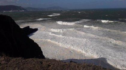 Alerta naranja en la costa y avisos amarillos por lluvias y viento por la llegada de un temporal a Euskadi