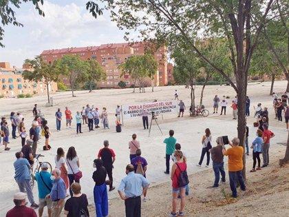 Vecinos de San Fermín convocan una quedada el domingo en el solar del IES en el que podría construirse un parking