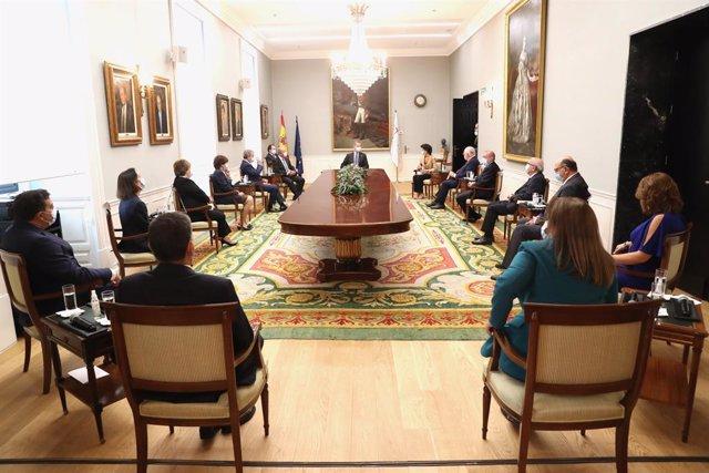 El Rey visita la sede del Tribunal de Cuentas tras su remodelación y mantiene un