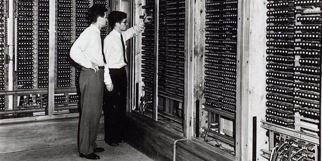 Descubren el manual del ordenador digital más antiguo que se conserva, de 1945