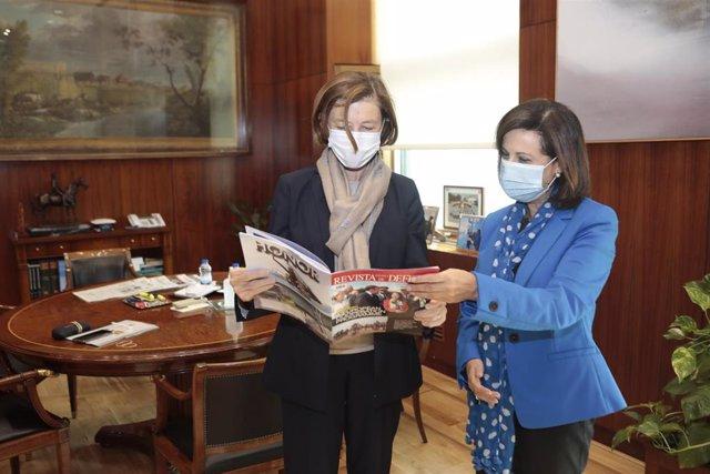 La ministra de Defensa, Margarita Robles, junto a la ministra de Defensa de Francia, Florence Parly