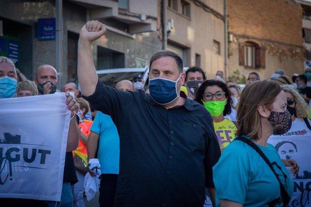 El líder de ERC, Oriol Junqueras, es homenajeado por su partido y sus vecinos en su pueblo.
