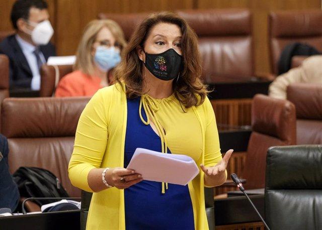 La consejera de Agricultura, Carmen Crespo, este jueves durante el Pleno del Parlamento.