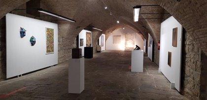 La Ciudadela de Pamplona acoge una exposición colectiva '26 = 26', que aúna pintura, fotografía, vídeo o collage