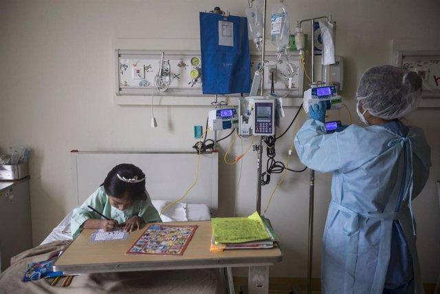 Enfermeras en un hospital infantil en Perú durante la pandemia del coronavirus.