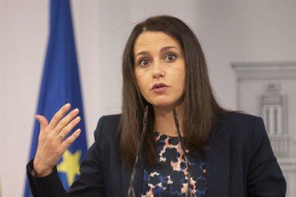"""Arrimadas afirma que Ciudadanos intentará """"parar las infamias"""" de Sánchez y también pactar unos PGE """"razonables"""""""