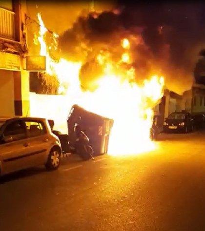 Detenidos dos hombres por quemar contenedores en Playa de Palma