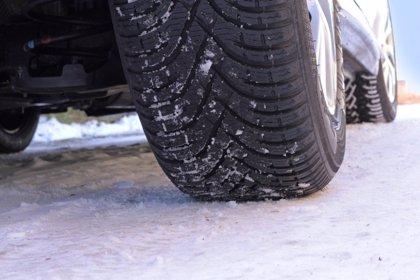 Mayor adherencia y menor distancia de frenado, entre los beneficios de los neumáticos de invierno