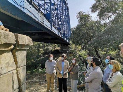 La Junta realiza actuaciones de urgencia para arreglar el puente de La Barca ante la rotura en un estribo