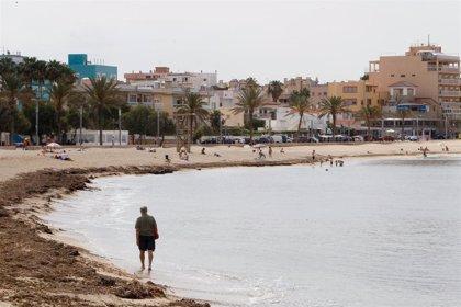 El Govern relaja la prohibición de comer en cines y permite las competiciones deportivas en playas por la noche