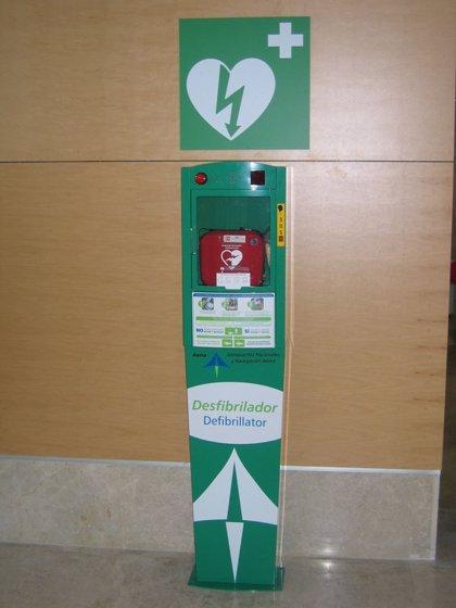 Teléfonica instala en los aeropuertos andaluces 64 nuevos desfibriladores, monitorizados con tecnología móvil