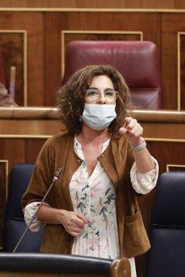 Las ministra de Hacienda, María Jesús Montero, interviene en una sesión de control al Gobierno en el Congreso de los Diputados.