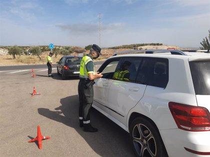 Una de cada dos denuncias por distracción al volante fue por el uso del móvil, según la DGT
