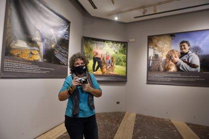 Juntas de Bizkaia prolongan la muestra fotográfica que reivindica el papel de las mujeres en el campo y el mar