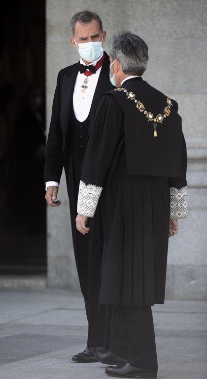 """El rei comunica a Lesmes que li """"hauria agradat"""" assistir a l'acte d'entrega de despatxos a Barcelona"""