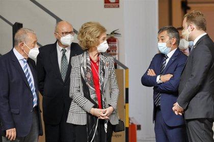 La Reina Sofía muestra su cercanía con el Banco de Alimentos de Albacete y conoce su trabajo diario